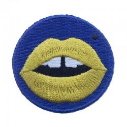 Badge brodé bouche